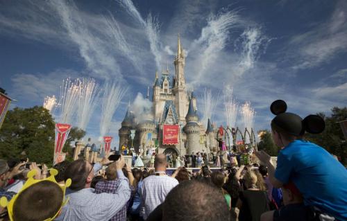 Được miêu tả là một trong những nơi vui nhất trên thế giới, Disney World đang thắt chặt an ninh để chống khủng bố, nhằm bảo vệ du khách của mình. Ảnh: Reuters