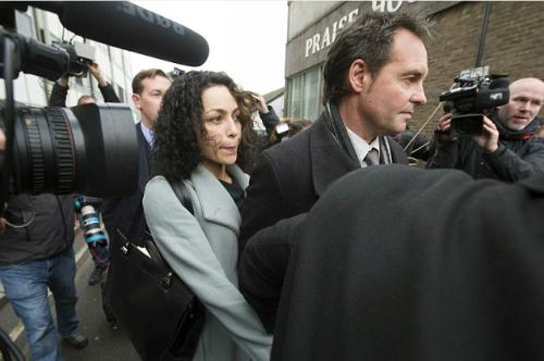 Carneiro cùng chồng xuất hiện trong phiên điều trần hôm 6/1. Ảnh: PA.