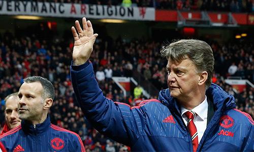 Van Gaal trút bỏ ít nhiều áp lực nhờ chiến thắng của Man Utd hôm qua. Ảnh: Reuters.