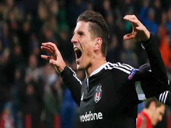 Stuttgart tụt hạng, Gomez lập kỷ lục
