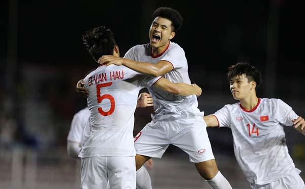 Các cầu thủ Việt Nam có trận tắng 2-1 với Indonesia